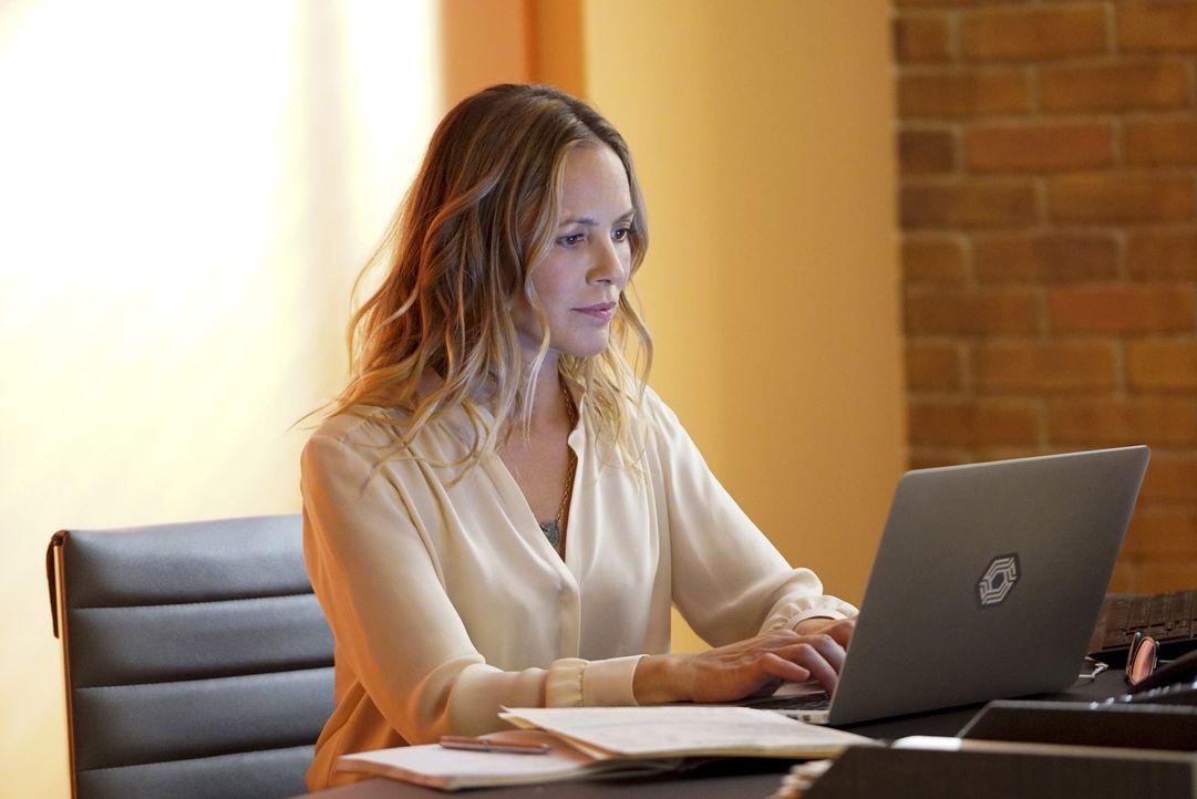 Agent Sloane (Maria Bello) wird von Gibbs beauftragt, ein Profil des Hauptverdächtigen Eddie Holdren zu erstellen, denn der zivile Angestellte der U... - Bildquelle: Bill Inoshita 2017 CBS Broadcasting, Inc. All Rights Reserved.
