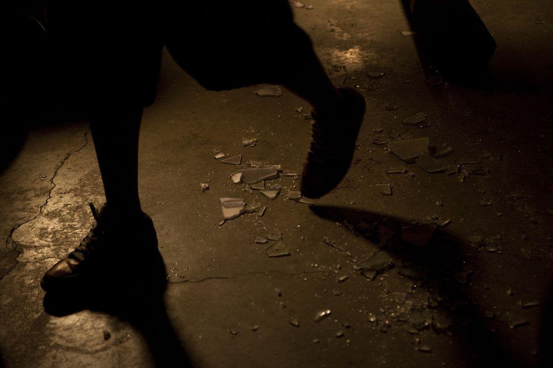 Nachdem der Täter nach dem Mord an Hollywood-Fotograf Roland Kuster blutige Fußabdrücke hinterlassen hat, ist die Polizei ihm dicht auf der Spur ...... - Bildquelle: Jeremy Lewis Cineflix 2010