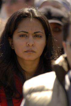 Emergency Room - Total abwesend mischt sich Neela (Parminder Nagra), nachdem...