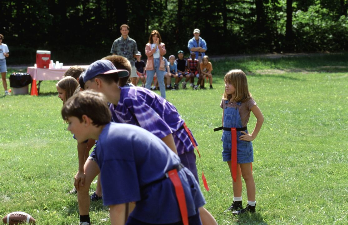 Das Kinderheim verbringt die Sommerferien in einem Camp am See. Amanda (Mary-Kate Olsen, r.) ahnt noch nicht, dass es der Sommer ihres Lebens wird ... - Bildquelle: Warner Bros.