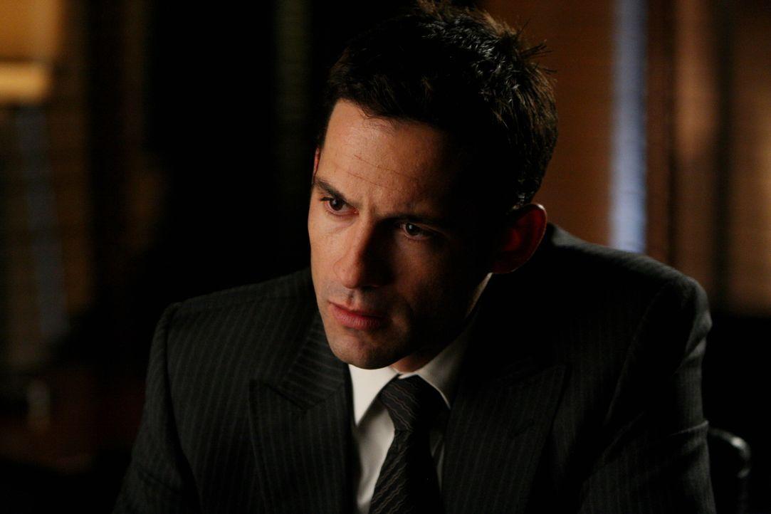 Beim Verhör eines Verdächtigen: Danny Taylor (Enrique Murciano) - Bildquelle: Warner Bros. Entertainment Inc.