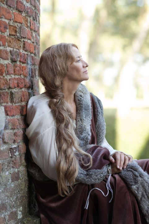 Janet McTeer spielt Jacquetta Woodville - Bildquelle:  2013 Starz Entertainment LLC, All rights reserved
