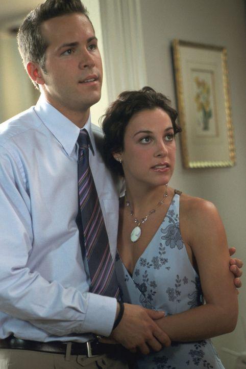 Mark (Ryan Reynolds, l.) möchte eigentlich nur ein ganz normales Leben führen und steht kurz vor der Hochzeit mit der bezaubernden Melissa (Lindsay... - Bildquelle: Warner Bros.