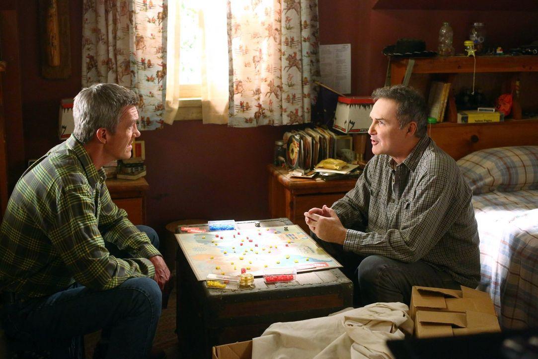 Mike (Neil Flynn, l.); Rusty (Norm MacDonald, r.) - Bildquelle: Warner Brothers