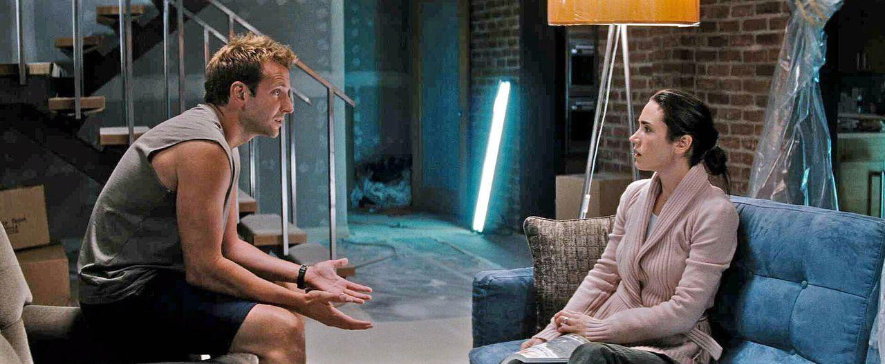 Janine (Jennifer Connelly, r.) und ihr Ehemann Ben (Bradley Cooper, l.) leben eigentlich nur noch nebeneinander her. Janine sehnt sich schließlich v... - Bildquelle: Warner Brother