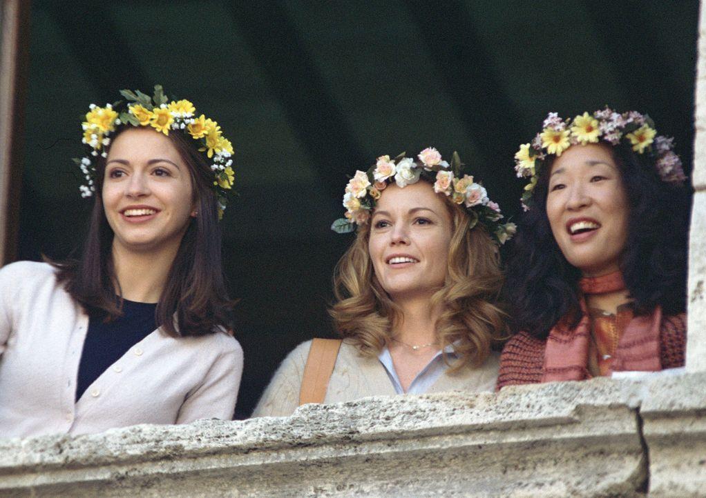 Haben festgestellt, das das Leben tausend Chancen bietet, wenn man sie wahrnimmt: Chiara (Giulia Steigerwalt, l.), Frances (Diane Lane, M.) und Patt... - Bildquelle: Buena Vista International Inc.