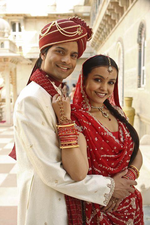 """Die perfekte Hauptdarstellerin für """"Namaste Bombay"""" ist gefunden: Choreographin Gita (Deepti Daryanani, r.)  die sich auch außerhalb des Filmsets in... - Bildquelle: Disney - ABC - ESPN Television"""