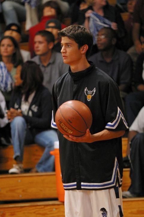 Obwohl Nathan (James Lafferty) gar nicht schlecht gespielt hat, wird er von seinem Vater nach dem Spiel kritisiert ... - Bildquelle: Warner Bros. Pictures