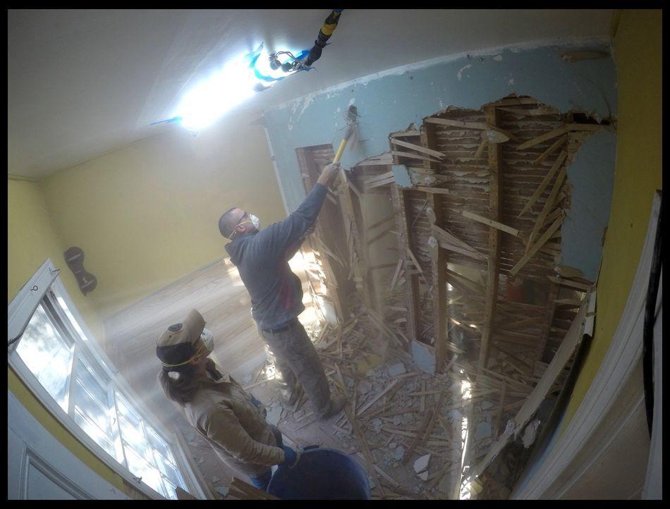 Das Architektenpaar Michele (l.) und Kris (r.) haben sich einen großzügigen Zeitrahmen für ihren ersten Hauskauf zum Renovieren und Weiterverkaufen... - Bildquelle: 2016,DIY Network/Scripps Networks, LLC. All Rights Reserved