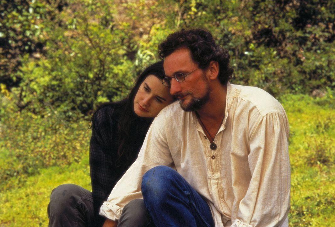 Zur Sicherheit bringt Annie (Demi Moore, l.) ihren Sohn Oliver zu ihrem alten Freund Boone (Matt Craven, r.) nach Guatemala ... - Bildquelle: Columbia TriStar International Television