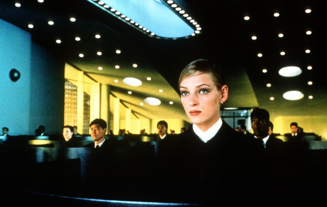 Irene (Uma Thurman) hegt einen schwer wiegenden Verdacht ... - Bildquelle: Columbia Pictures
