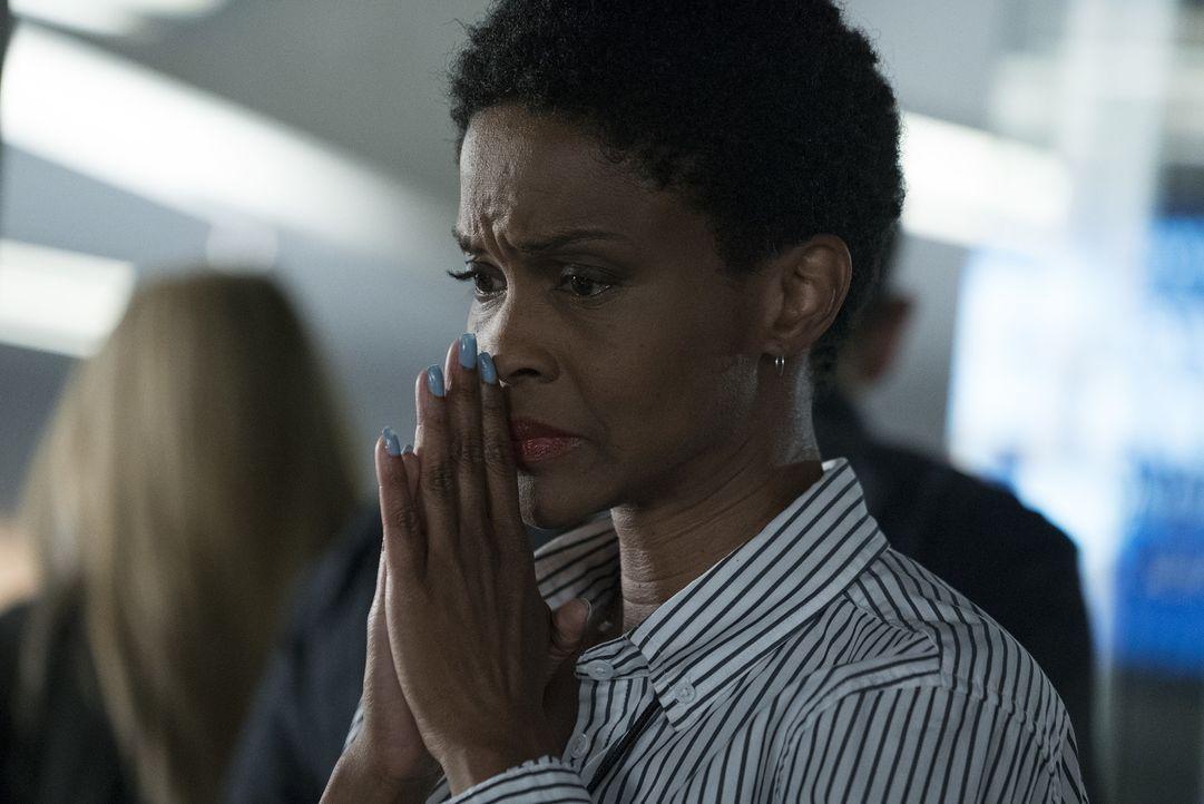 Der Mörder scheint ein sehr persönliches Motiv zu haben - ist die Nachrichten-Chefin Sandra Madsen (Kim Hawthorne) dadurch in Gefahr? - Bildquelle: Richard Cartwright ABC Studios