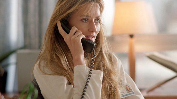 Im Krankenhaus flirtet Sara (Natascha McElhone) immer heftiger mit ihrem neue...