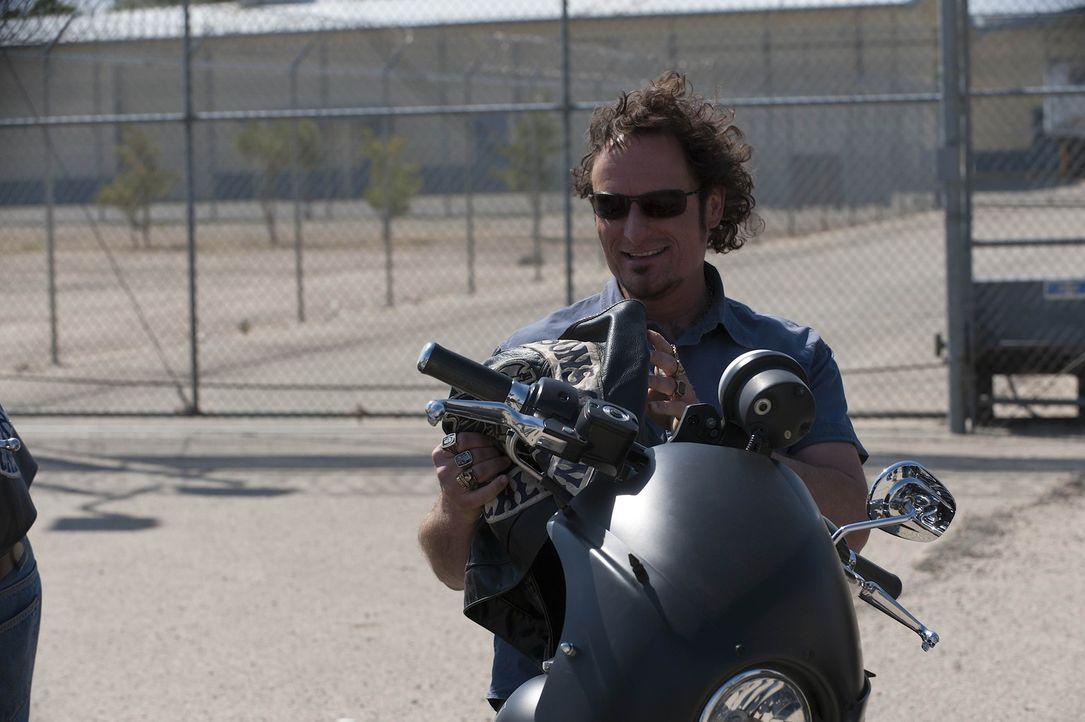 Nach 14 Monaten Knast genießt Tig (Kim Coates) die Freiheit und das Motorradclub Leben ... - Bildquelle: 2011 Twentieth Century Fox Film Corporation and Bluebush Productions, LLC. All rights reserved.