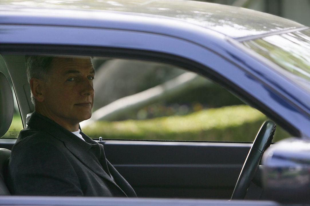 Während Gibbs (Mark Harmon) sich auf dem Weg macht, um mit Jenny zu sprechen, werden Tony und Jeanne als Geiseln genommen ... - Bildquelle: CBS Television