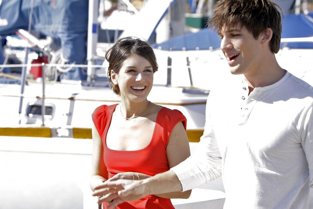Da bahnt sich etwas an zwischen Annie (Shenae Grimes, l.) und Liam (Matt Lanter, r.)... - Bildquelle: TM &   CBS Studios Inc. All Rights Reserved