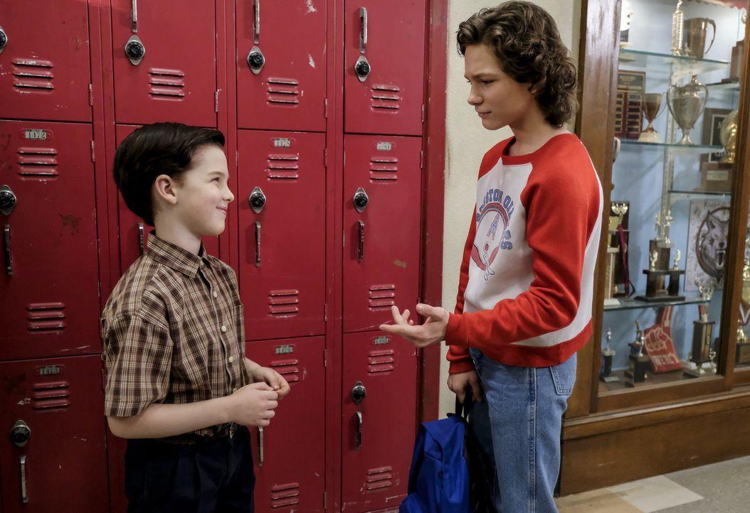 Kann gar nicht glauben, dass Sheldon (Iain Armitage, l.) ein so reges Sozialleben führt: Georgie (Montana Jordan, r.) ... - Bildquelle: Warner Bros. Television