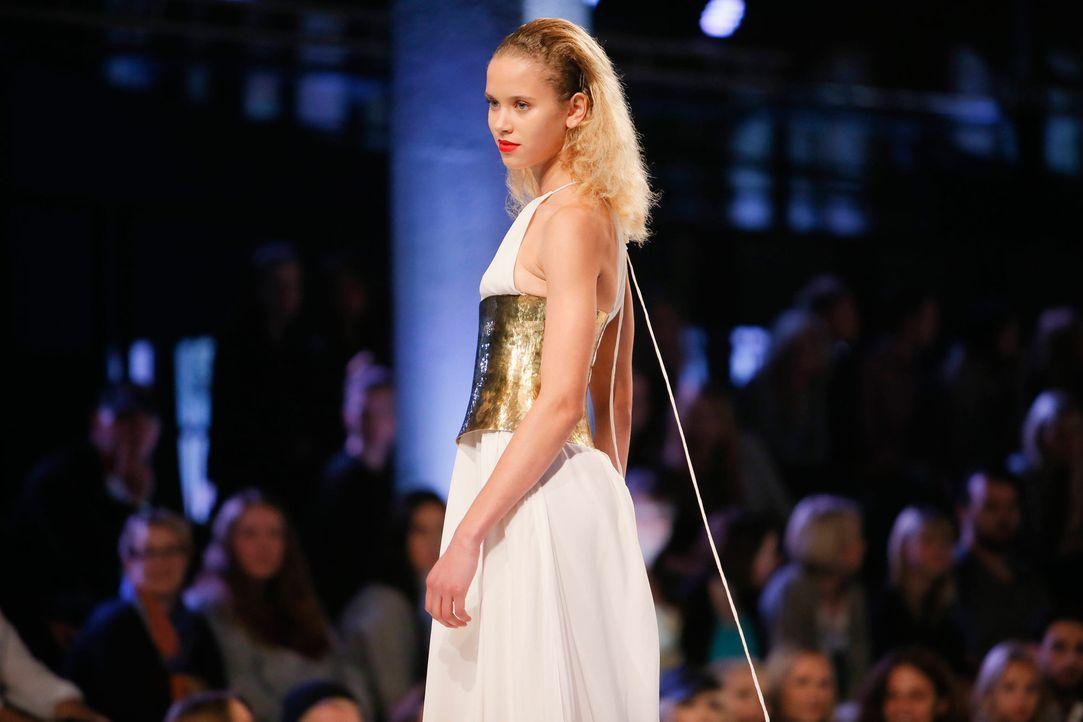 GNTM-Stf11-Epi01-erste-fashion-show-04-ProSieben-Huebner - Bildquelle: ProSieben/Richard Huebner