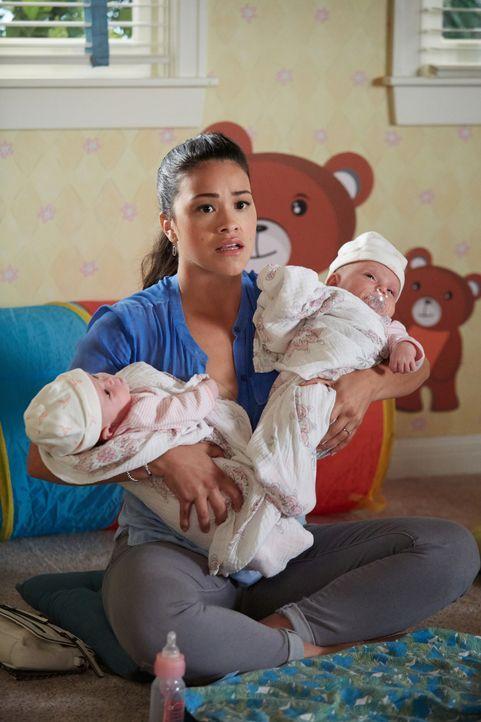 Versucht, Petra mit ihren Zwillingen zu unterstützen: Jane (Gina Rodriguez) ... - Bildquelle: Tyler Golden 2016 The CW Network, LLC. All rights reserved.