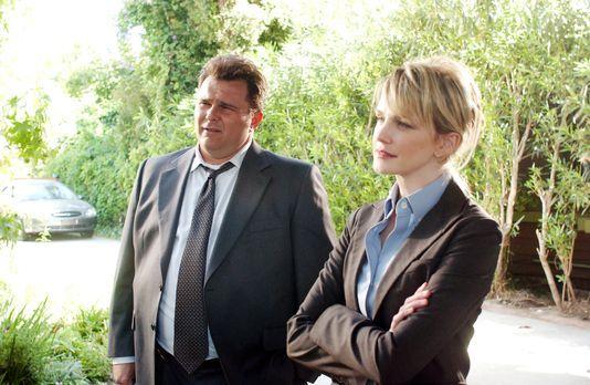 Cold Case - Lilly (Kathryn Morris, r.) und Nick (Jeremy Ratchford, l.) versuc...