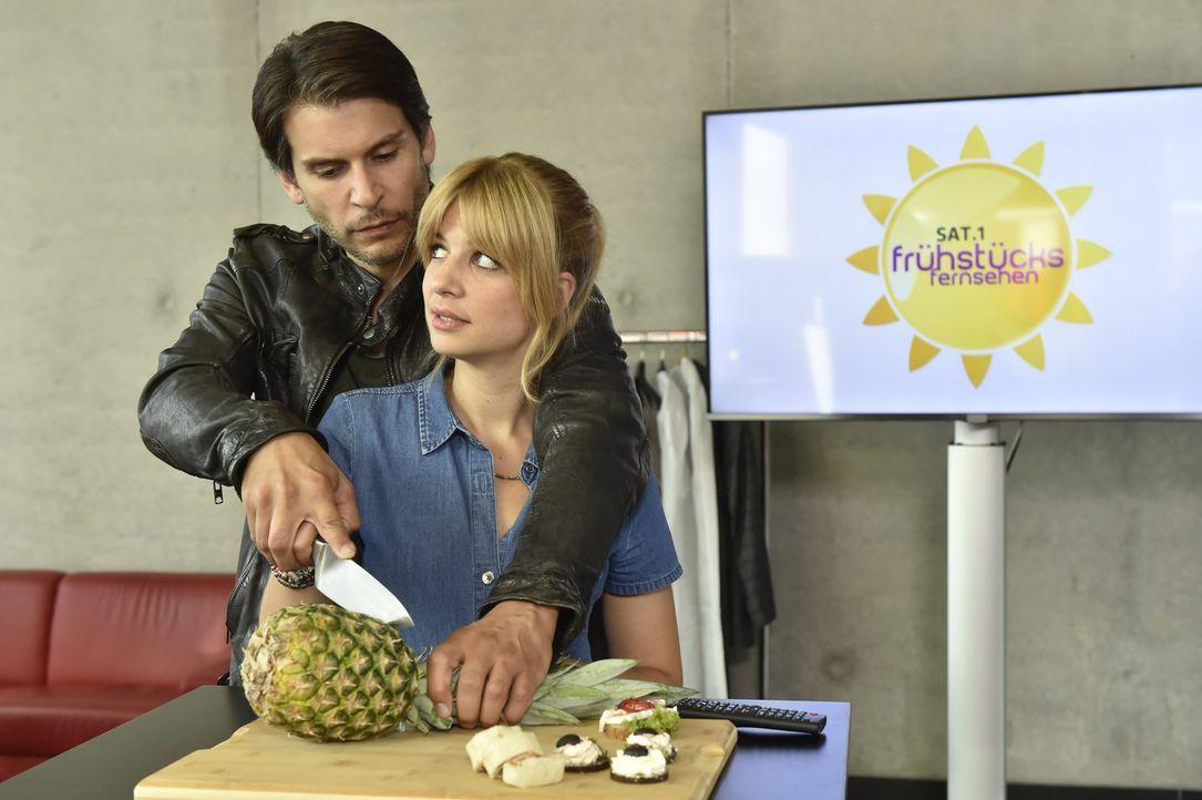 Wie wird es bei Nick (Florian Odendahl, l.) und Mila (Susan Sideropoulos, r.) weitergehen? - Bildquelle: Claudius Pflug sixx