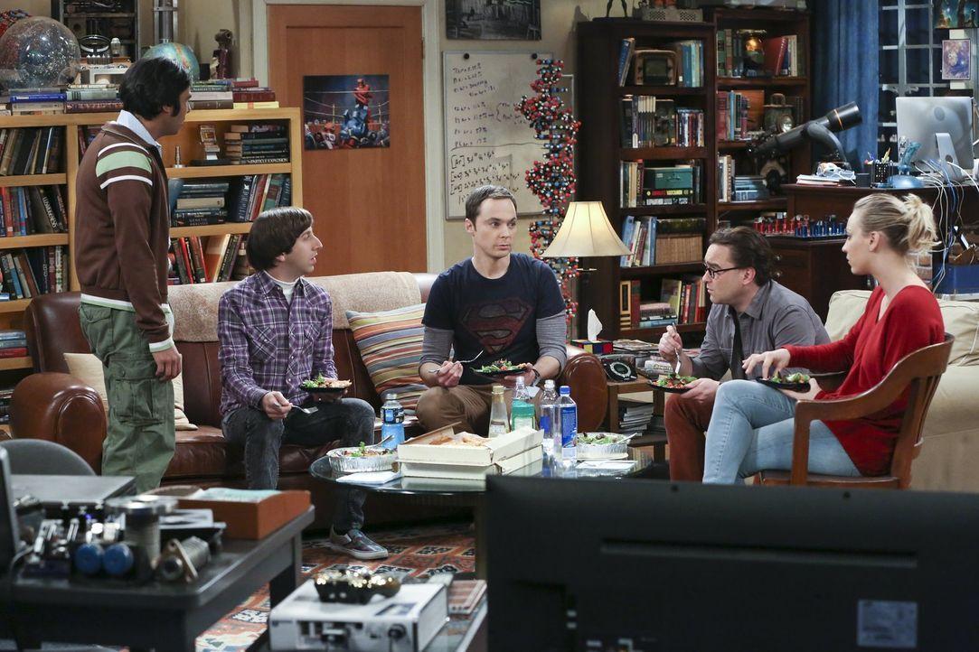 Sheldon (Jim Parsons, M.) ist entsetzt, als er erfährt, dass Raj (Kunal Nayyar, l.), Howard (Simon Helberg, 2.v.l.), Leonard (Johnny Galecki, 2.v.r.... - Bildquelle: 2015 Warner Brothers