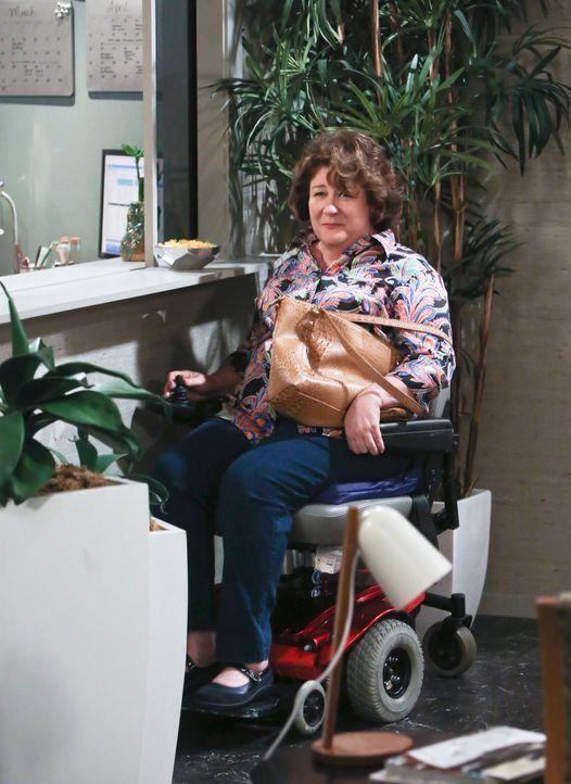 Ist nicht gut auf ihre Zahnärztin zu sprechen: Carol (Margo Martindale) ... - Bildquelle: 2013 CBS Broadcasting, Inc. All Rights Reserved.