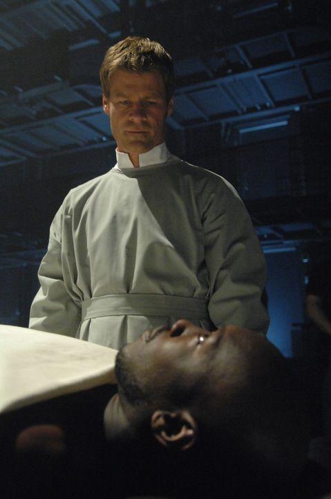 Die neuen Ereignisse stellen auch Tom (Joel Gretsch) vor einige Herausforderungen ... - Bildquelle: Alan Zenuk Viacom Productions Inc.