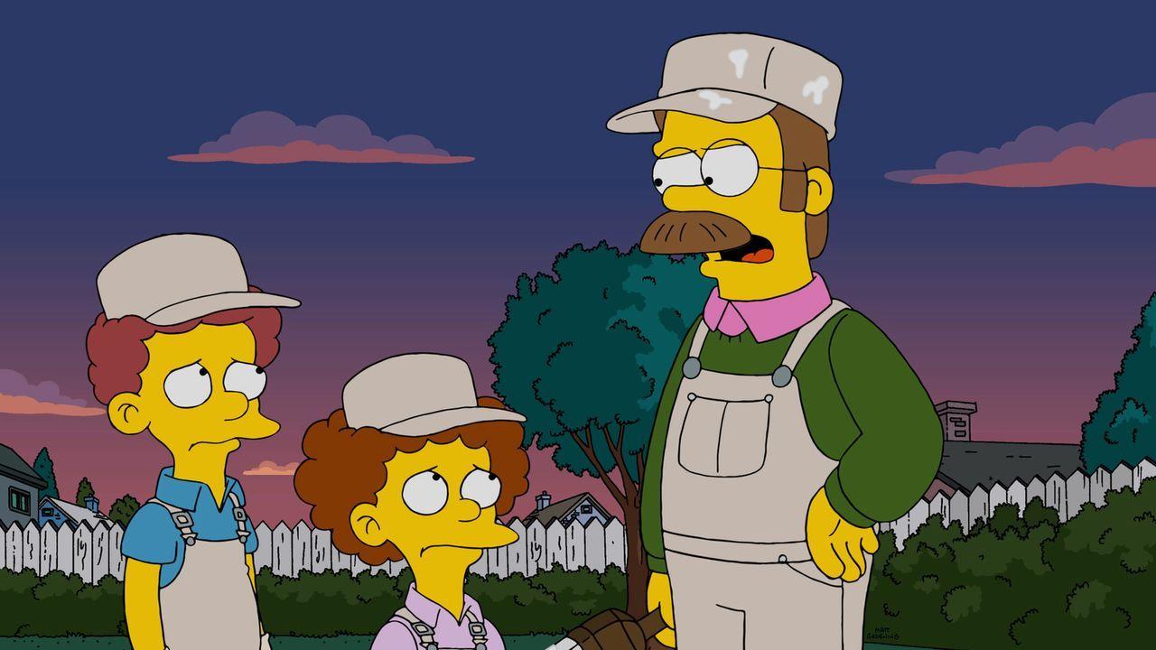Um Bart in der Schule zu helfen, will Marge einen Erlass durchsetzen - nichtsahnend, dass sie Ned (r.), Rod (l.) und Tod (2.v.l.) damit gegen Homer... - Bildquelle: 2014 Twentieth Century Fox Film Corporation. All rights reserved.