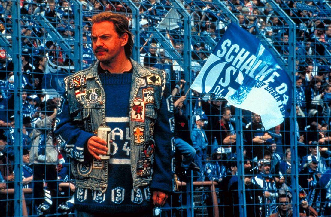 Fußball ist Hans Pollaks (Uwe Ochsenknecht) Leben ... - Bildquelle: Seven Pictures