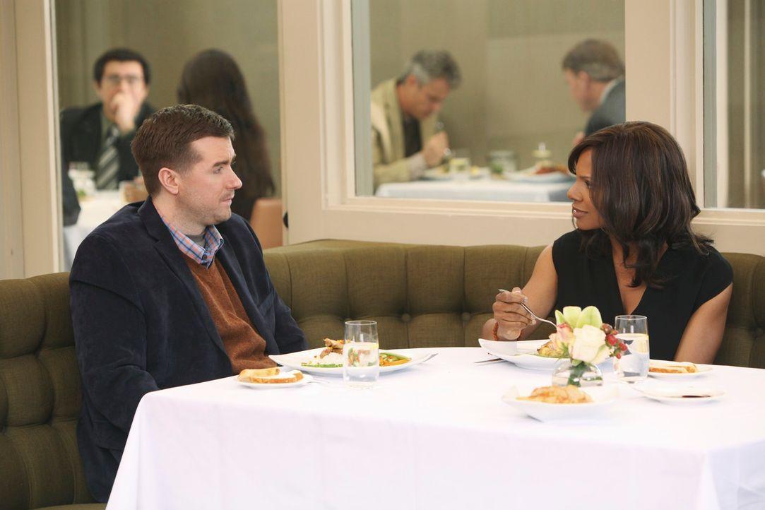 Während Amelia in einem Gewissenskonflikt gerät, kehrt Fife (Michael Patrick Thornton, l.) zurück, um Naomi (Audra McDonald, r.) seine Gefühle f... - Bildquelle: ABC Studios