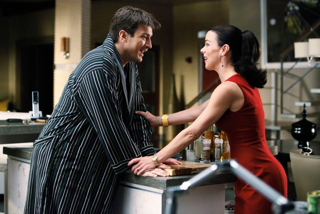 Die Agentin Paula Haas (Debi Mazar, r.) hat ein mehr als verlockendes Angebot für Richard Castle (Nathan Fillion, l.), allerdings würde das die Zusa... - Bildquelle: ABC Studios