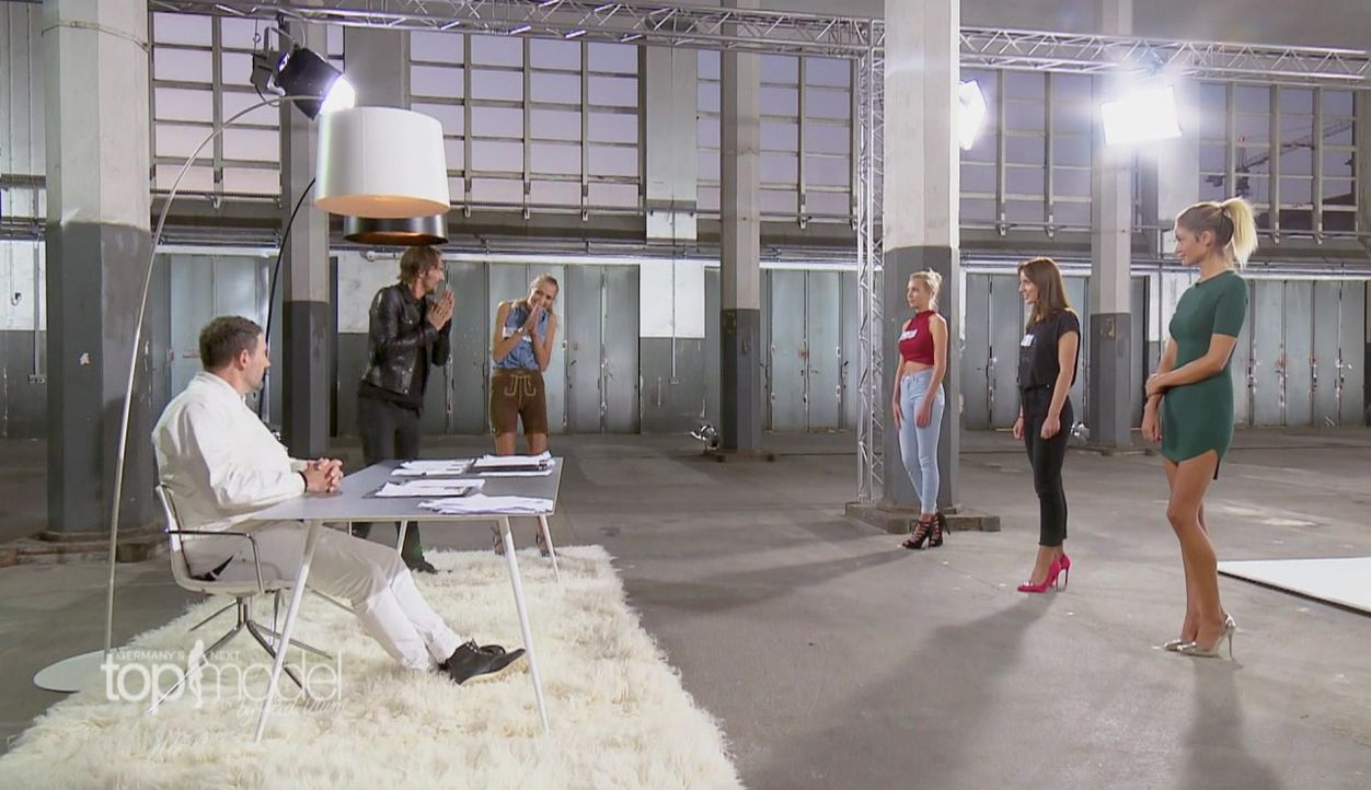 GNTM-S12-Sendung01-Casting-Muenchen1 - Bildquelle: ProSieben
