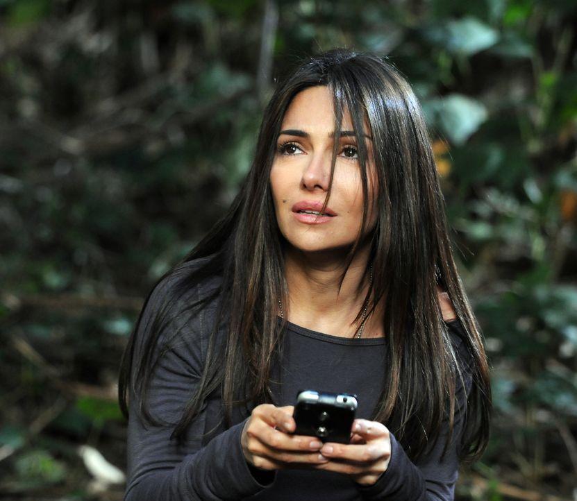Wird es Kim (Vanessa Marcil) rechtzeitig gelingen, Hilfe zu holen? - Bildquelle: Warner Bros. Entertainment Inc.