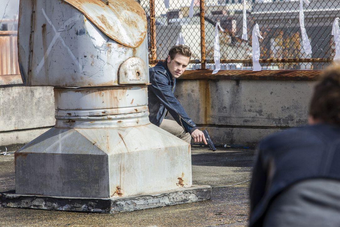 Grayson (Grey Damon) gibt alles im Kampf gegen die Tregs, aber wird das je genug sein? - Bildquelle: 2014 The CW Network, LLC. All rights reserved.