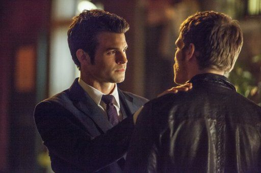 Elijah und Klaus - Bildquelle: Warner Bros. Entertainment Inc.