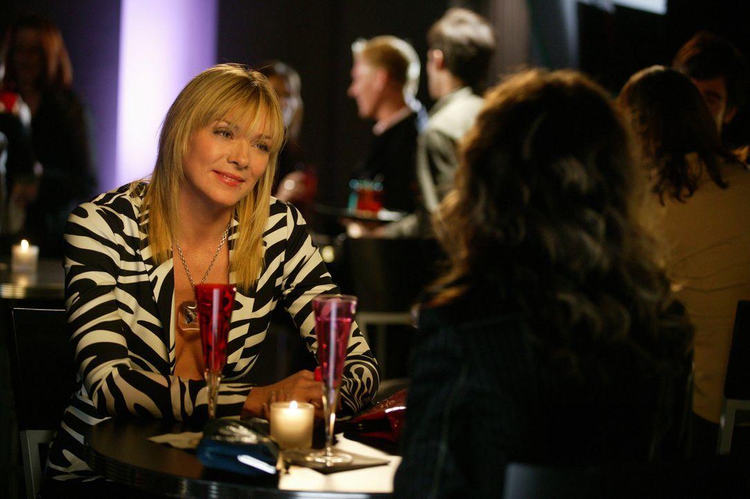Nichts geht über einen Abend mit einer guten Freundin: Carrie (Sarah Jessica Parker, r.) und Sam (Kim Cattrall, l.) ... - Bildquelle: Paramount Pictures