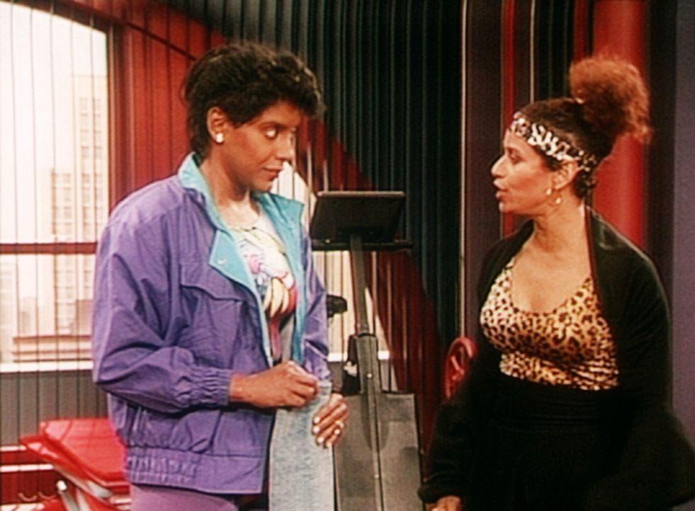 Die Aerobic-Trainerin Emma (Debbie Allen, r.) redet Clair (Phylicia Rashad, l.) ins - schlechte - Gewissen. - Bildquelle: Viacom