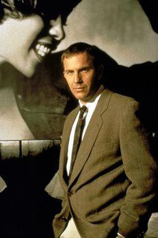 Bodyguard - Der Bodyguard Frank Farmer (Kevin Costner, r.) soll die berühmte...