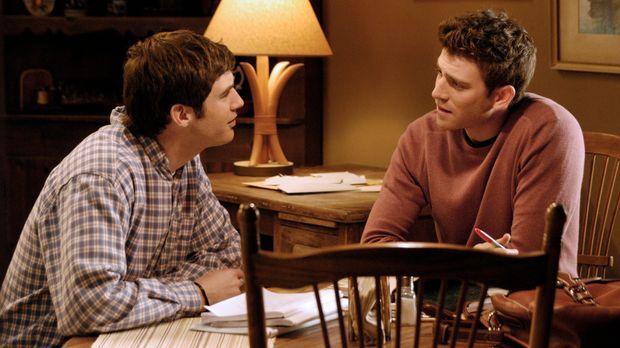 Ronnie (Jonathan Murphy, l.) erzählt Nick (Bryan Greenberg, r.) ein Geheimnis...