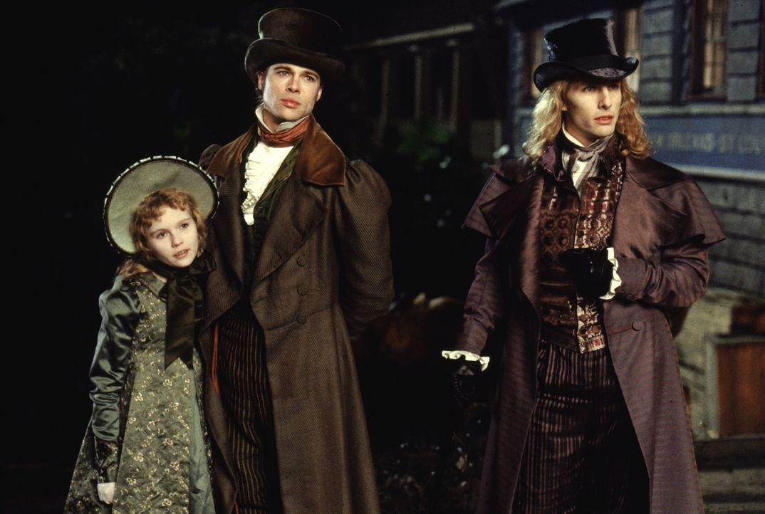 Auf der Jagd nach frischem Blut: die Vampire Claudia (Kirsten Dunst, l.), Louis (Brad Pitt, M.) und Lestat (Tom Cruise, r.) ... - Bildquelle: Warner Bros.