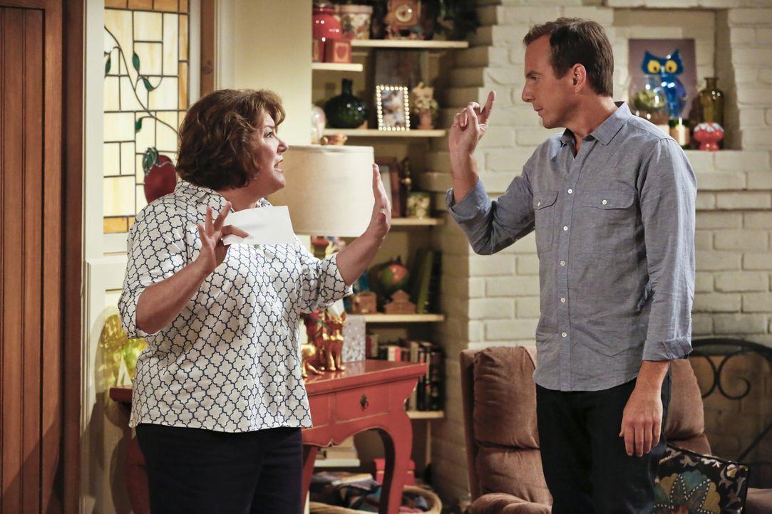 Nathan (Will Arnett, r.), Kip und Debbie überlegen, wie sie Carol (Margo Martindale, l.) aufmuntern können. Doch werden sie eine zündende Idee haben... - Bildquelle: 2014 CBS Broadcasting, Inc. All Rights Reserved.