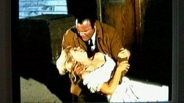 Hoss (Dan Blocker) hat das Saloon-Girl Shirley Patrick gefunden. Das Mädchen...