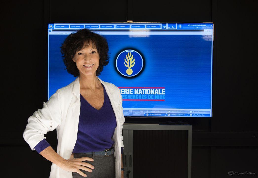 Mit ihrer Arbeit in der Spurensicherung kann Nadia Angeli (Chrystelle Labaude) den Ermittlern immer wieder wichtige Hinweise geben ... - Bildquelle: Jean Louis PARIS