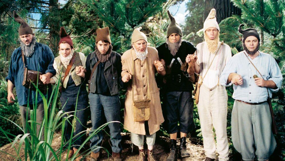 7 Zwerge - Männer allein im Wald - Bildquelle: Detlef Overmann 2004 Zipfelmützen Film / Film & Entertainment VIP Medienfonds 2 / Universal Pictures Productions / MMC Independent / Rialto Film