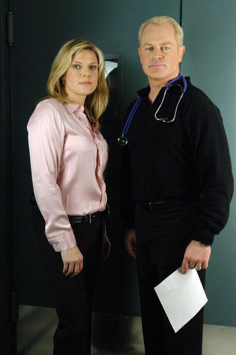 Detective Yokas (Molly Price, l.) sucht einen Mörder, der bei dem Überfall in einem Juweliergeschäft einen Menschen erschossen hat. Sein Komplize... - Bildquelle: CBS Television