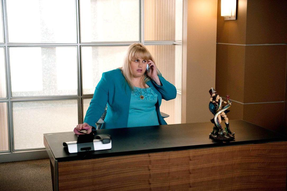 Mit ihrer Beförderung ändert sich für Kimmie (Rebel Wilson) alles. Wird sie nun auch endlich auf ihren Traumprinzen treffen? - Bildquelle: Warner Brothers
