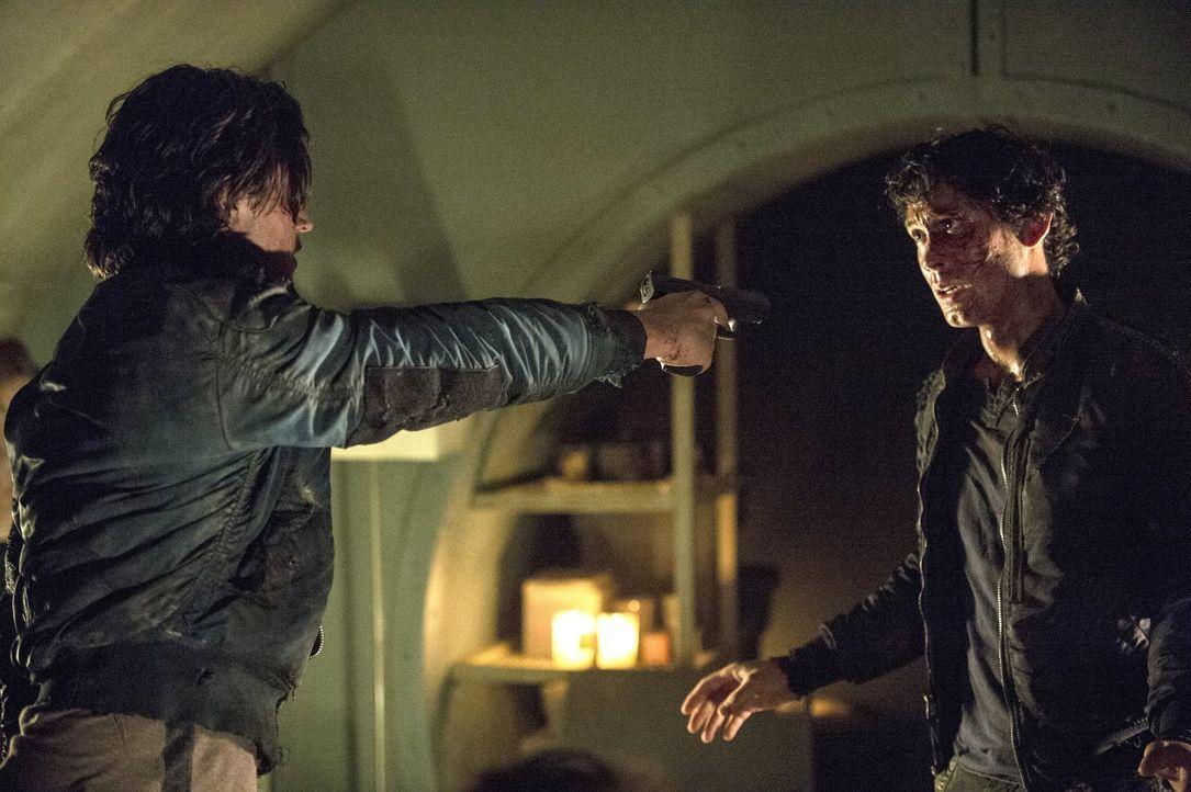 Bellamy (Bob Morley, r.) versucht Finn (Thomas McDonell, l.) davon abzuhalten, einen großen Fehler zu begehen ... - Bildquelle: 2014 Warner Brothers