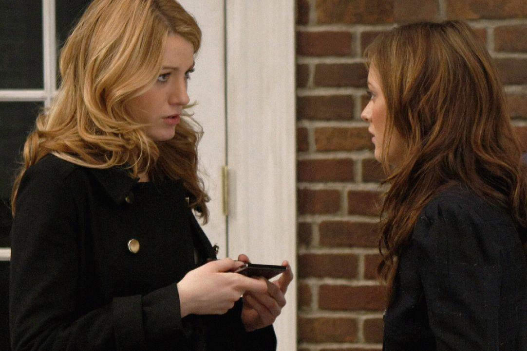 Bekommen die Nachricht, dass Dan Serena betrügen soll. Doch ist da etwas dran? Blair (Leighton Meester, r.) und Serena (Blake Lively, l.) sind etwas... - Bildquelle: Warner Brothers