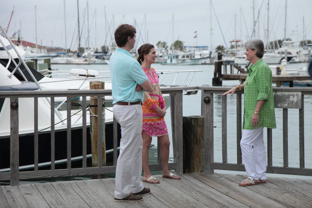 David (l.) und Lindsay (M.) sind auf der Suche nach einem Wochenenddomizil, das sowohl Davids Liebe zum Angels, als auch Lindsays Wunsch nach Strand... - Bildquelle: 2014, HGTV/Scripps Networks, LLC. All Rights Reserved.